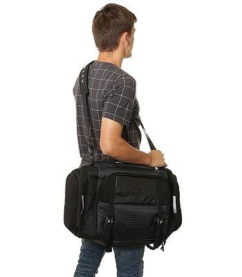 f3a6e6c6f9 bag Oakley Link Duffel - Jet Black. No longer available.