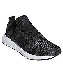 topánky adidas Originals Swift Run - Core Black Core Black White 1073dd5551c